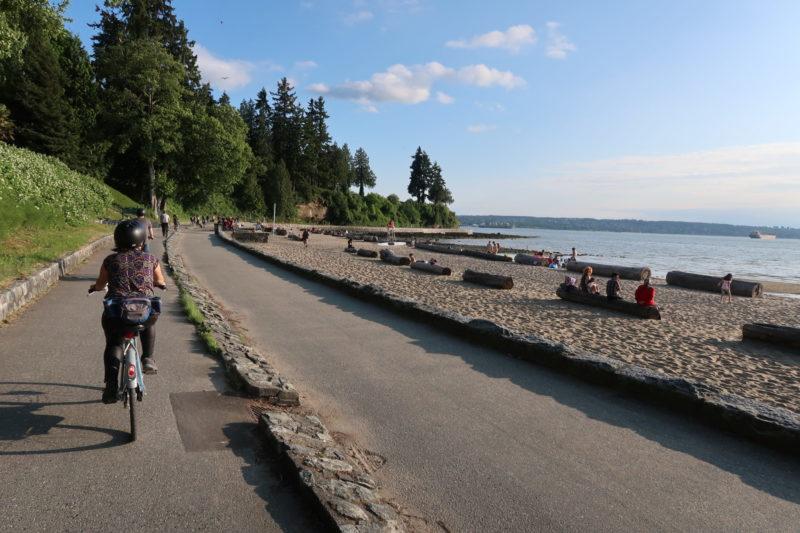 Paseo en bicicleta en el parque Stanley, Vancouver (mayo 2018).