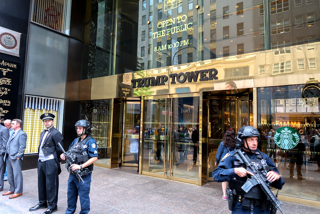 Entrée de la Trump Tower à Manhattan, New York.