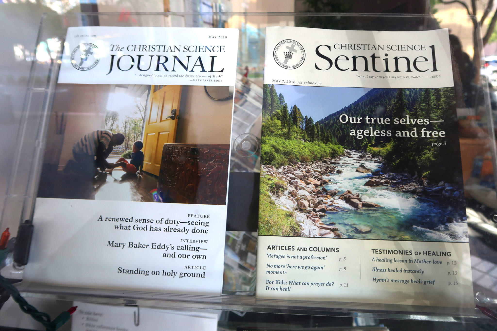 """Revistas de """"ciencia cristiana"""" en una librería de Oakland, California."""